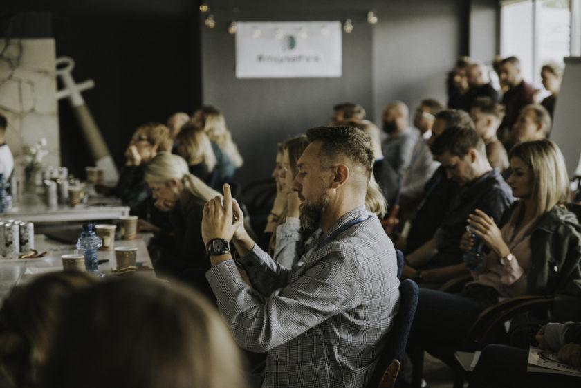 Sesje biznesowe, konferencje